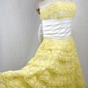 Betsey Johnson Dress Size 2 Designer Crochet Lace